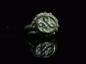 Medieval Tudor Era Bronze Ring With Decorated Crown Shaped Bezel T76