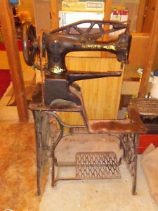 Antique Leather Treadle Singer Sowing Machine 29 4