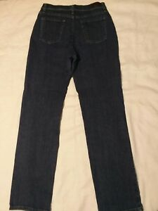 LEE -Classic Fit At the Waist. Women size 10 medium JEANS.  Straight leg.