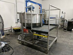 Stainless Steel 350 Gallon Mixing Tank W Working Platform And Discharge Pump