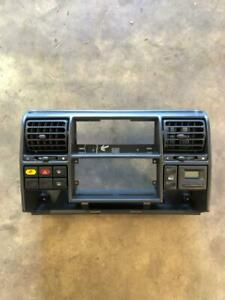 Land Rover Discovery 2 Center Dash Panel W Vents Buttons Clock 99 01 02 03 04