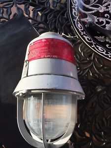 Cooper Crouse hinds Explosion Proof Incandescent Lighting Fixture Evi301 150w