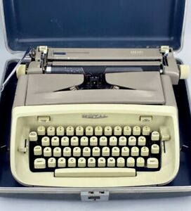 Royal Safari Manual Portable Typewriter Gray With Carrying Case spg037757