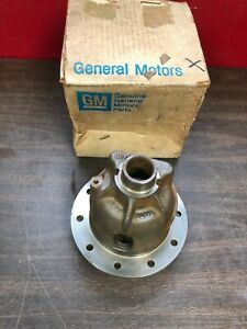 1965 1972 Chevy 8 2 10 Bolt Rear End Differential Carrier Case Nos Gm 220