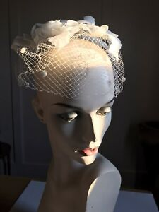 LOVELY VINTAGE WHITE FLORAL WHIMSEY HAT VEIL-  '60s w BOWMAN'S STORE TAG
