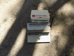 Gbc 286 pm Hole Punch And Binder Binding Machine W Box Of Plastic Combs
