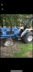 New Holland 1720 4x4 Tractor With Only 802 Hours Automatic Transmission