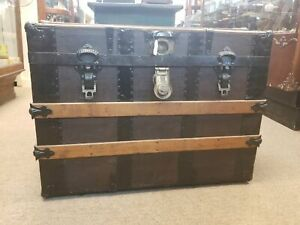 1800 S Flat Top Steamer Trunk With Tray And Covers