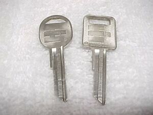 Two Nos 69 70 71 72 Up International Harvester Ihc Keys Scout Travelall Pickup