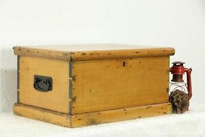 Country Pine Antique Small Trunk Or Treasure Chest 35472