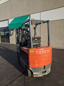 2003 Toyota Electric Forklift Truck With Side Shift V mast 5000 Lbs 7fbcu30