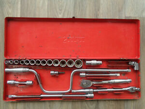 Snap On Tools 22 Piece Socket Drive Wrench Set Ratchet Extentions