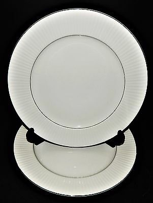 2 Black Tie Platinum By Gibson Designs Housewares Dinner Plates White Ribbed Rim