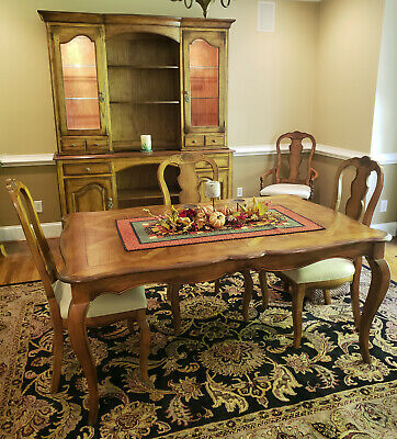 Hekman Country French Dining Room Set