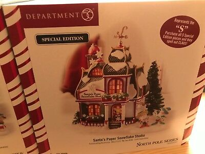 """Dept 56 North Pole """"c-l-a-u-s"""" Buildings Set Of 5 And 5 Accessories"""