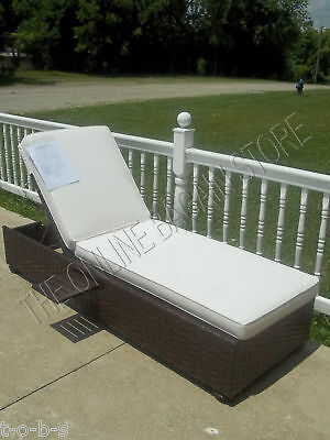 Pottery Barn Corsica Wicker Woven Chaise Lounge Chair Frame W/ Cushion