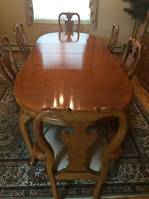 Thomasville Oak Dining Room Set With Hutch