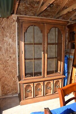 Gorgeous Thomasville Solid Oak China Cabinet Near Mint Condition