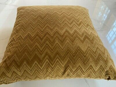 """Nwot $550 Missoni Home Gold Zigzag  26"""" Sq. Throw Pillow Includes Down Insert"""