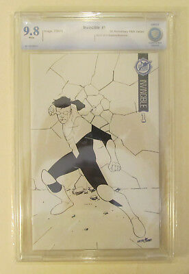 Invincible #1 Cbcs 9.8 Nm/mt Sdcc Skybound 5th Anniversary Like Cgc Black White