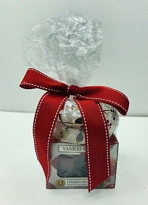 Yankee Candle Cherries On Snow Scented Tea Light 12 Set With Holder