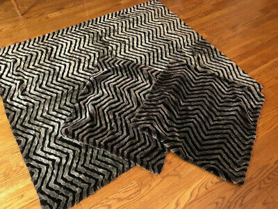 Set/lot 3: Throw/lap Blanket + 2 Matching Pillow Covers. Faux Fur. Black/taupe.
