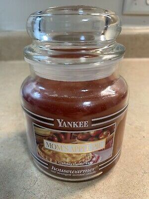 Yankee Candle Mom's Apple Pie (black Band Edition Medium Size)