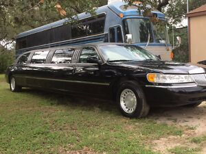 2001 Lincoln Town Car  2001 Lincoln Limousine Super Stretch Limo300