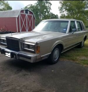 1989 Lincoln Town Car  Lincoln Town Car 1989 Survivor300