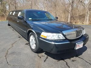 2007 Lincoln Town Car Limousine 2007 Lincoln Town Car Limousine by Royale 120 inch(10 Passenger) **NO RESERVE**300