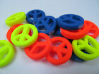 25 x BRIGHT NEON COLOURS 60s PEACE HIPPY LOGO JEWELLERY BEADS CHARMS 20mm UKSELL